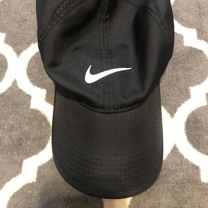 LIKE NEW —Nike cap 💜